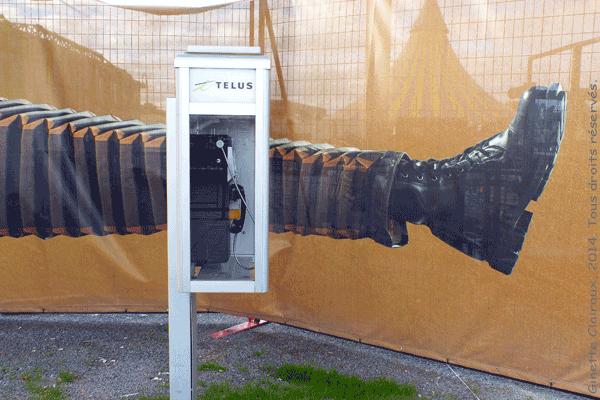Clôture entourant les tentes du Cirque du Soleil. Spectacle KURIOS – Cabinet des curiosités dans le Vieux-Port de Montréal, Québec, Canada